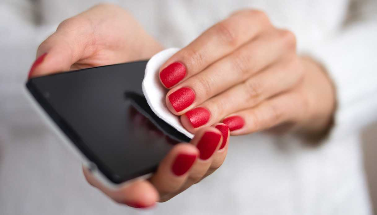 Migliori.io Come pulire e disinfettare correttamente lo smartphone